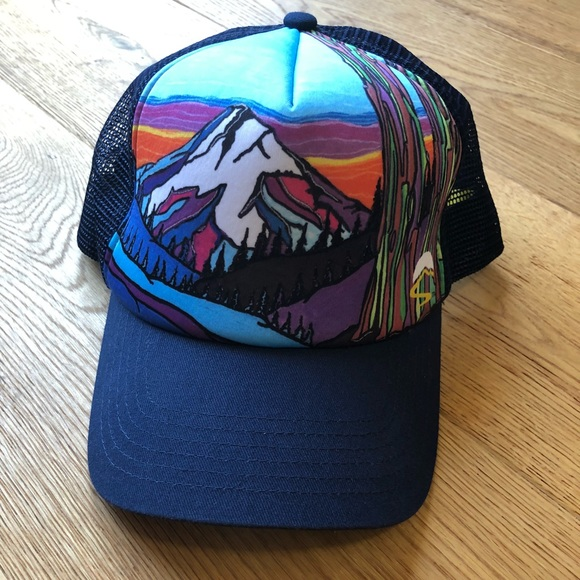 0313fb03c8a1e Sunday Afternoons Mountain Trucker Hat. M 5b68a2fd9264af487526eb48